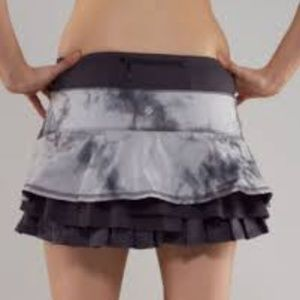 Lululemon Run Resolution skirt sz 8 Coal Vapor